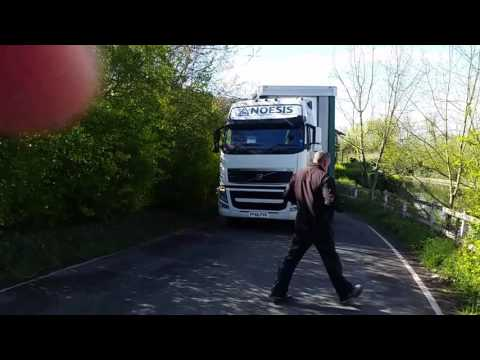 Lorry driver turn attempting fail.Royal Mail driver bonusik nr 2