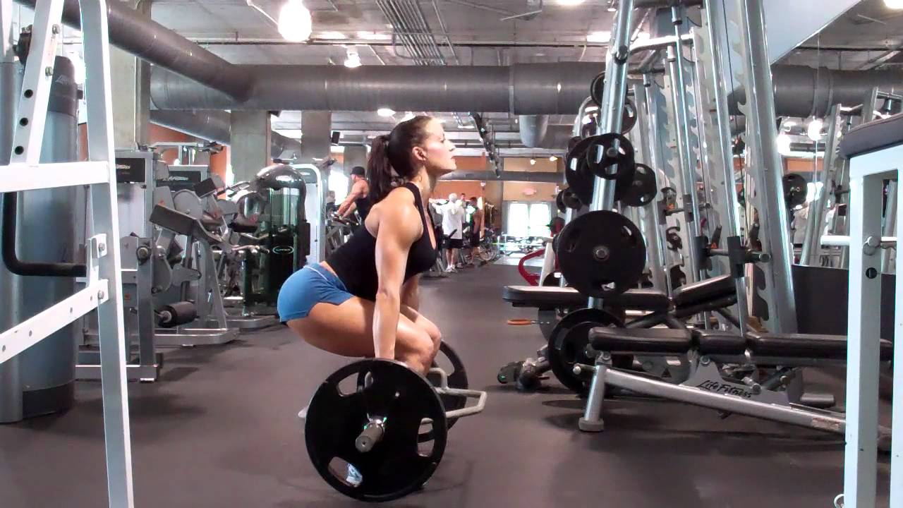 Erin Stern practices hex bar deadlifts - YouTube