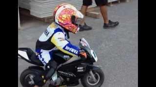 Nuovo talento a soli 3 anni! incredibile guida una moto