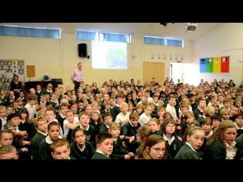 Visita dei docenti della SMS Verga-Don Milani alla Longlevens Junior School di Gloucester,UK.avi