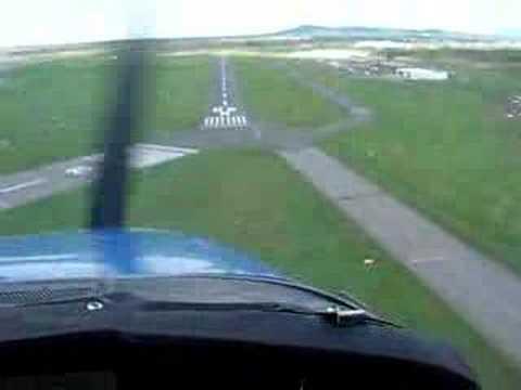 Cessna 172 Landing in St-Hubert (QC)