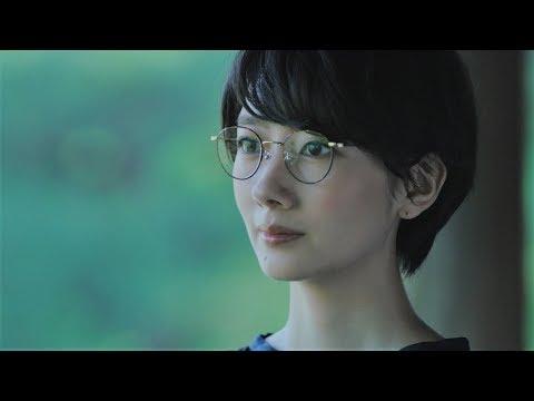 波瑠、凛とした美しいメガネ姿披露 パリミキ新CM「美しい国の美しいめがね」篇