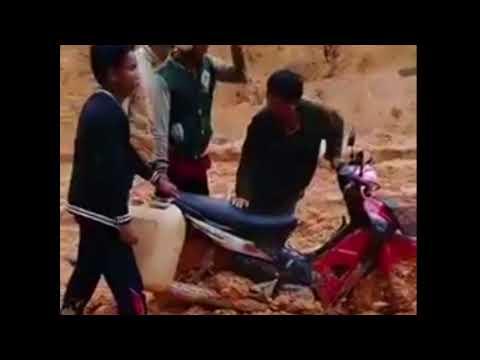 Txoj kev nyob hau laus zoo li ca. THe Road sttuation of Laos in Raining season thumbnail