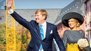 Koning Willem-Alexander en koningin Máxima hand in hand in Mainz