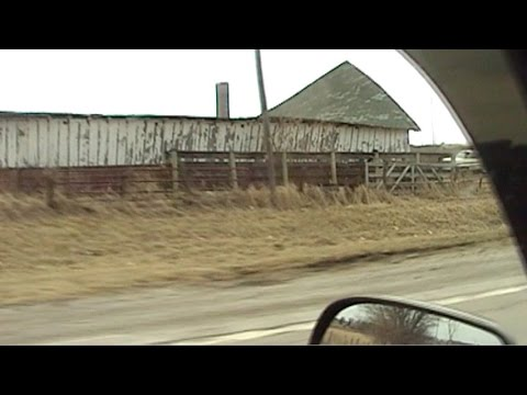 Looking Inside An Old Collapsing Hog Barn Youtube