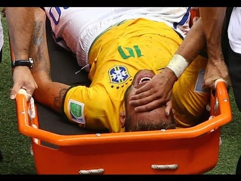 【映像】 膝蹴りを喰らったネイマール骨折の瞬間 今後のW杯欠場に...  ブラジルvsコロンビア