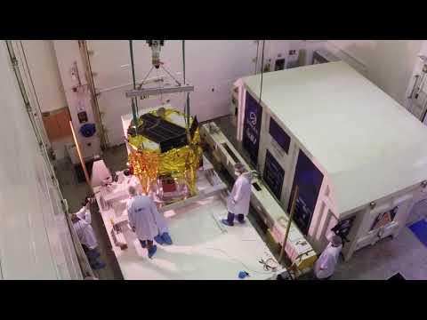 SpaceIL - כן,ארזנו לבד! החללית  'בראשית' נארזת במכולה ימים לפני יציאתה לפלורידה.