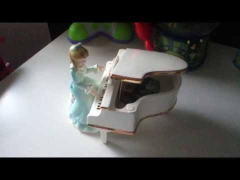 Josef Originals - Girl playing piano, music box, Figurine
