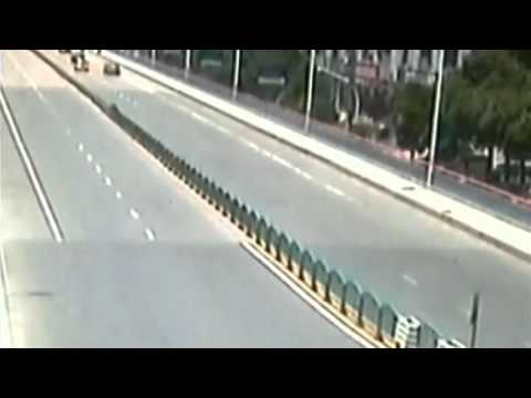 1.5km-long barrier collapses like dominoes in China: Amazing CCTV footage