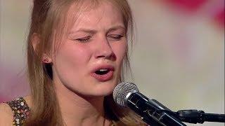 Ten śpiew i ta gra na pianinie załatwiły jej owację na stojąco! [Mam Talent!]