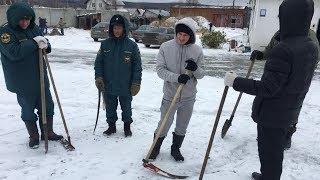 Косят снег перед приездом генерала. Real Video