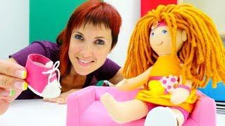 Маша Капуки и грузовичок Лева строят Кукольный домик.