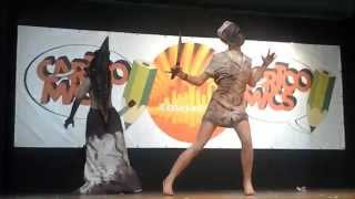 Cosplay in live---Pyramid head and nurse from silent hill homecoming to Cartoomics 2014