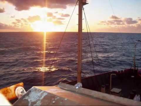 """ATLANTIC OCEAN STORM. Buque Oceanografico ARA """"Puerto Deseado"""". Tormenta en alta mar."""