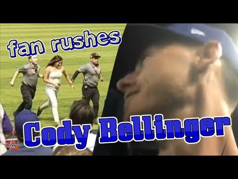 #ActualFootage 🏃🏼‍♀️FAN RUSHES CODY BELLINGER⚾️ During LIVE Game‼️