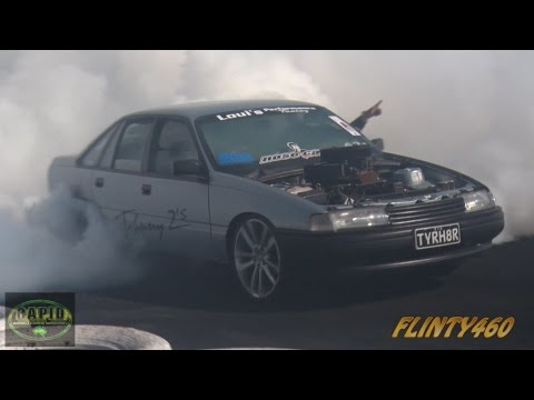 "LS1 VN COMMODORE ""TYRH8R"" SWAPPING COGS AT UBC - WINTON"