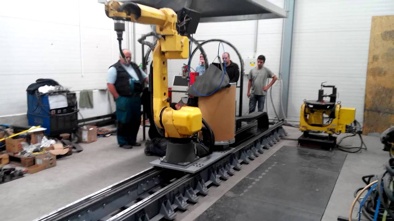 Fanuc Welding Robot On Rail Youtube