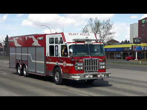 Calgary Heavy Rescue 9 Flashes it's lights and horn!