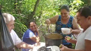 Gambar cover Que Mejor que Disfrutar Sopa De Gallina Criolla Rodeados de Bella Naturaleza Con las tias pt 3