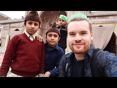 Exploring OLD LAHORE. Incredible Walled City Tour اندرون شہر‎ 🇵🇰