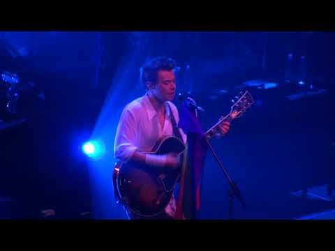 Harry Styles - Just A Little Bit Of Your Heart Live (San Francisco)
