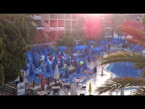 swimming pool stampede for sunbeds at Dunas Mirador, Maspalomas, Gran Canaria