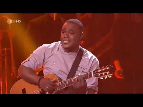 Starkoch Nelson Müller singt in der Show von Helene Fischer im Velodrom in Berlin - ZDF HD