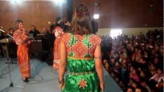 samia hennous défilé  à l'occasion  d...