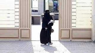 Szaúd-Arábia: először szavazhattak nők a választásokon