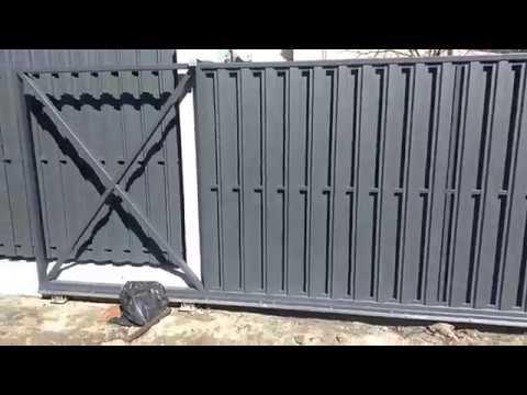 Відкатні ворота Portall модель металевий Євроштахетник вигляд з подвір'я
