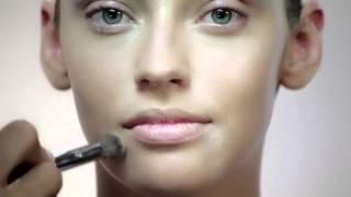 بالفيديو : تعلمي سيدتي كيفية إخفاء شوائب الوجه و العيوب بطريقة محترفة مع خبيرة التجميل