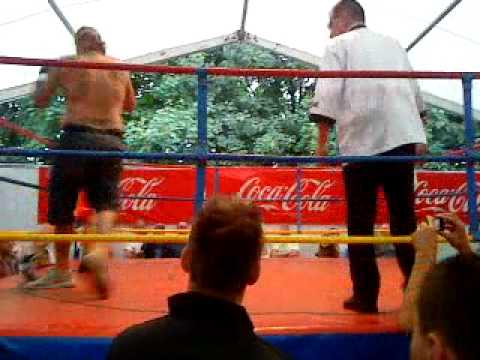 Ralf Seeger boxt gegen Kirmesboxer, er wurde Beschissen