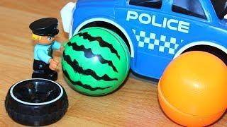 Полицейская машина прокалывает колеса Сеня играет в машинки игрушки