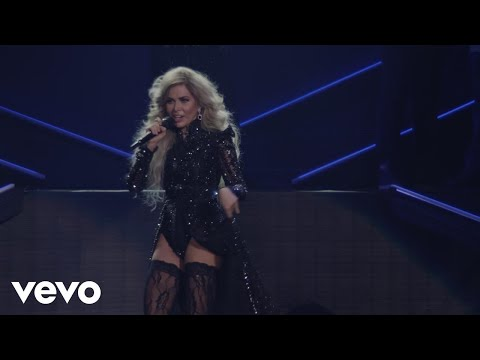 Gloria Trevi - Con Los Ojos Cerrados (En Vivo Desde Arena Ciudad De México)