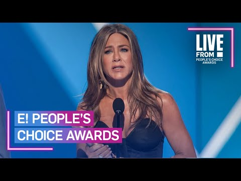 "Jennifer Aniston Pays Tribute to ""Friends"" in Iconic PCAs Speech 
