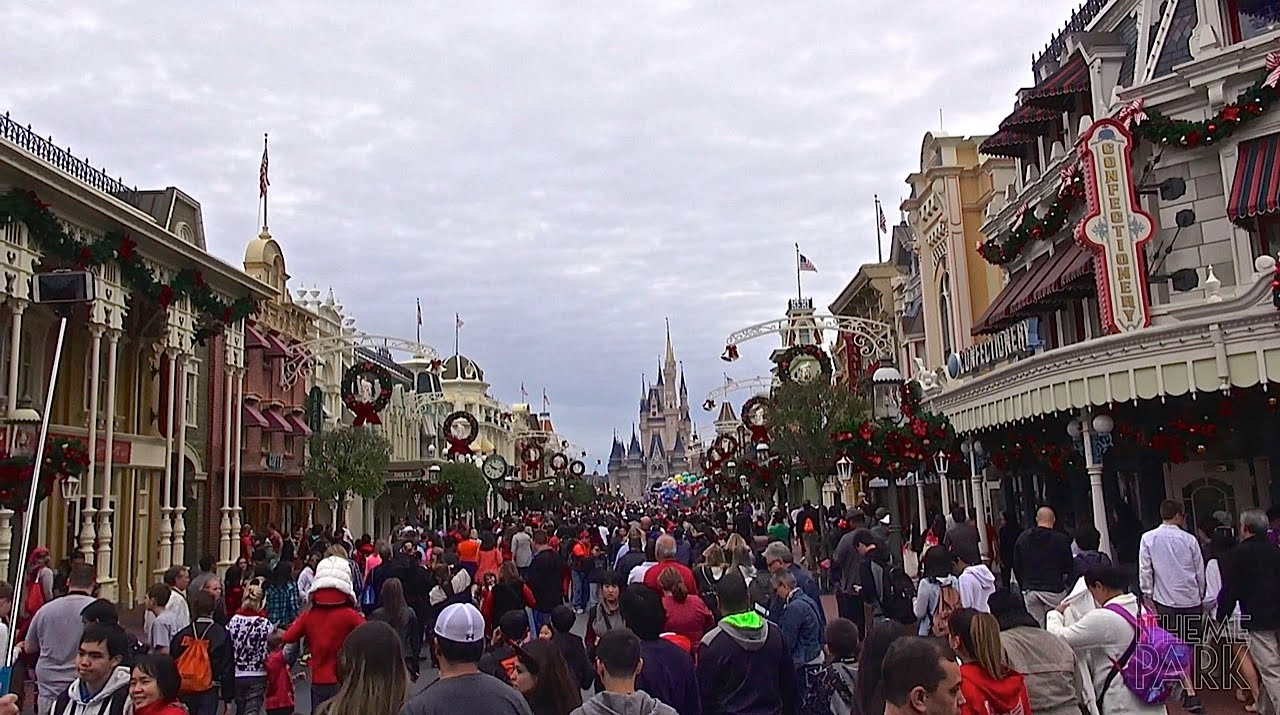 christmas day at the magic kingdom walt disney world 2014