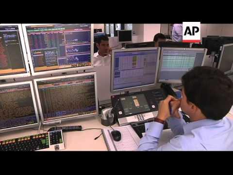 Crisis-hit Portugal raises $2 billion in auction