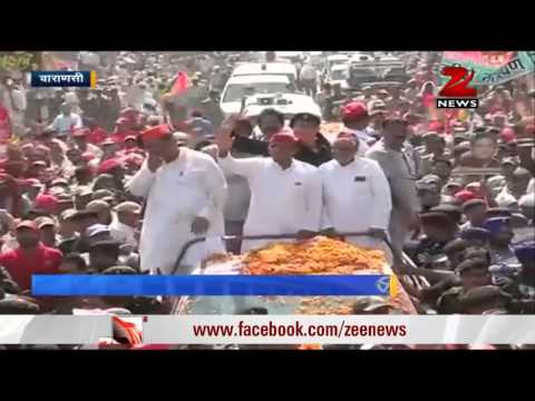 Akhilesh Yadav conducts roadshow in Varanasi