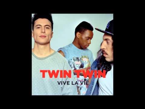 Клип Twin Twin - Phonecall