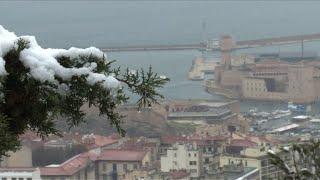 """Météo : """"La Bonne Mère"""" de Marseille sous la neige"""