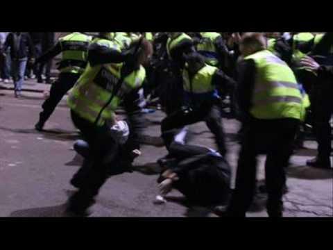 Ras Cricket - Polisen Slår Med Lyrics