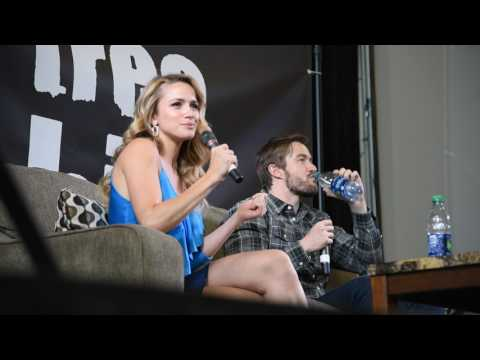 Shantel VanSanten & Robert Buckley - Eyecon Conventions (Toaster Pastry Song)