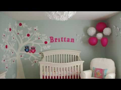 pink-flower-wall-stickers-on-kids-bedroom