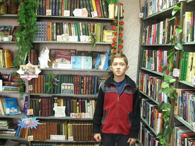 Изображение предпросмотра прочтения – НикитаВагенлейтнер читает произведение «Дома растут, как желанья» А.А.Блока
