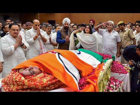 sushma-swaraj-cremated-with-full-state-honours;-leaders-pay-tribute