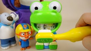 Brush teeth play with Pororo Larva toys 뽀로로 치카치카 놀이