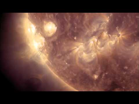 NASA Spotted Gigantic Sphere UFO Near Sun 2012