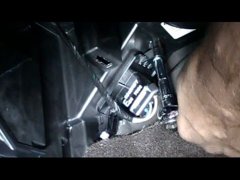 How to Replace an AC Heater Blower Fan Resistor on a 2008 Chevrolet