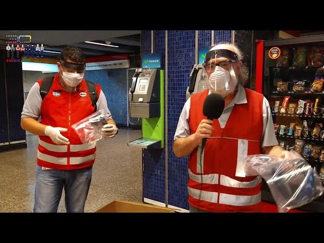 Dirigentes del Sindicato Metro reparten protectores faciales a sus socios