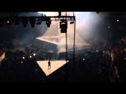 """Kanye West Performs """"Don't Like"""""""